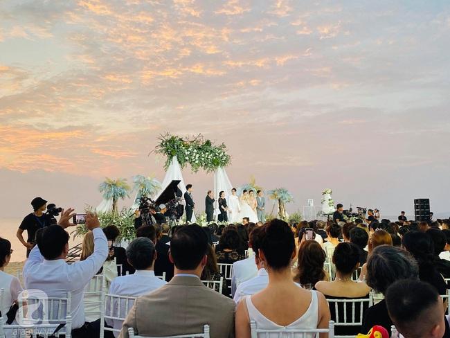 Toàn cảnh đám cưới siêu thế kỷ của Đông Nhi và Ông Cao Thắng: Cô dâu chú rể khóc hết nước mắt khi nhảy cùng bố mẹ hai bên - Ảnh 28.