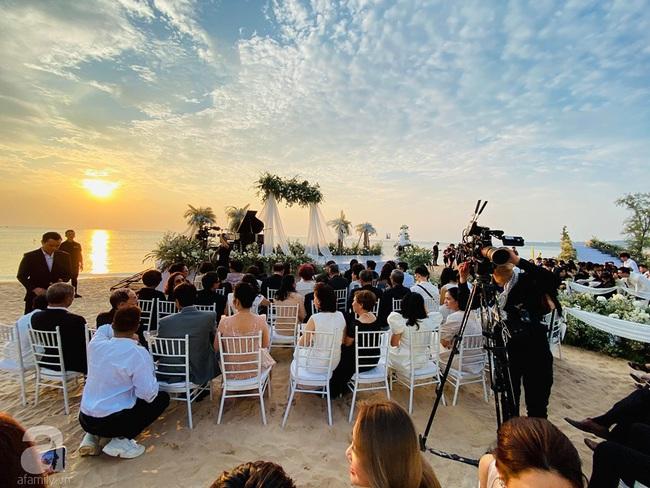 Toàn cảnh đám cưới siêu thế kỷ của Đông Nhi và Ông Cao Thắng: Cô dâu chú rể khóc hết nước mắt khi nhảy cùng bố mẹ hai bên - Ảnh 12.