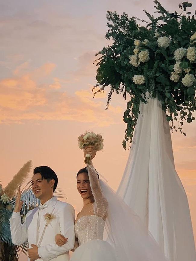 Toàn cảnh đám cưới siêu thế kỷ của Đông Nhi và Ông Cao Thắng: Cô dâu chú rể khóc hết nước mắt khi nhảy cùng bố mẹ hai bên - Ảnh 33.