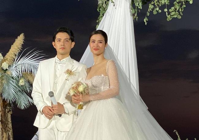 Toàn cảnh đám cưới siêu thế kỷ của Đông Nhi và Ông Cao Thắng: Cô dâu chú rể khóc hết nước mắt khi nhảy cùng bố mẹ hai bên - Ảnh 37.