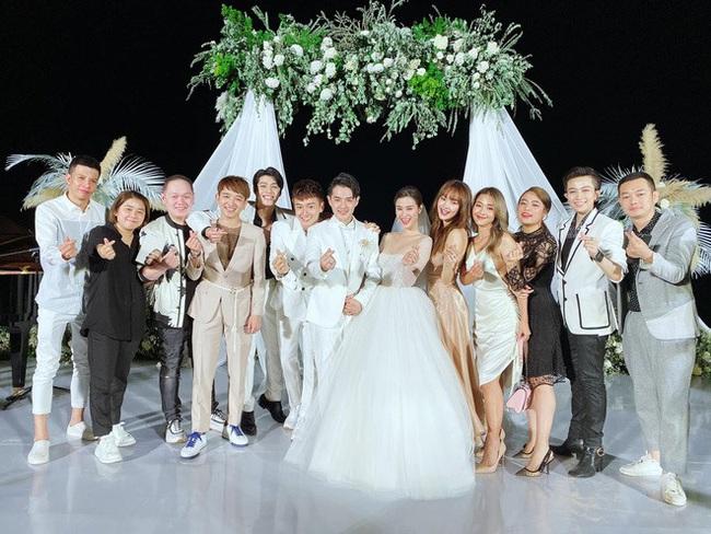 Gil Lê và Hoàng Thuỳ Linh không rời nhau nửa bước trong suốt lễ cưới của Đông Nhi - Ông Cao Thắng - Ảnh 3.
