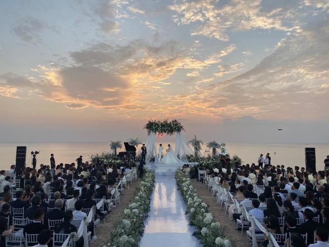 Toàn cảnh đám cưới siêu thế kỷ của Đông Nhi và Ông Cao Thắng: Cô dâu chú rể khóc hết nước mắt khi nhảy cùng bố mẹ hai bên - Ảnh 25.
