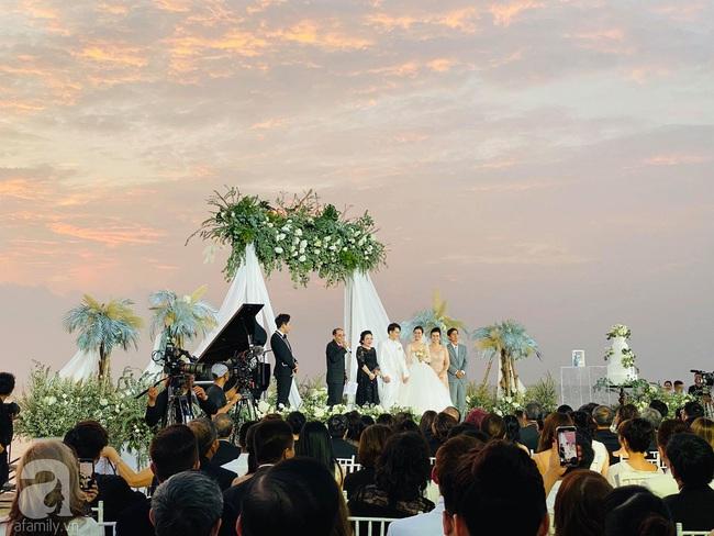 Toàn cảnh đám cưới siêu thế kỷ của Đông Nhi và Ông Cao Thắng: Cô dâu chú rể khóc hết nước mắt khi nhảy cùng bố mẹ hai bên - Ảnh 27.