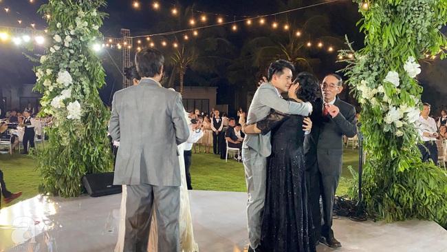 Toàn cảnh đám cưới siêu thế kỷ của Đông Nhi và Ông Cao Thắng: Cô dâu chú rể khóc hết nước mắt khi nhảy cùng bố mẹ hai bên - Ảnh 73.