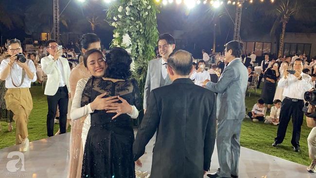 Toàn cảnh đám cưới siêu thế kỷ của Đông Nhi và Ông Cao Thắng: Cô dâu chú rể khóc hết nước mắt khi nhảy cùng bố mẹ hai bên - Ảnh 72.