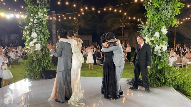 Toàn cảnh đám cưới siêu thế kỷ của Đông Nhi và Ông Cao Thắng: Cô dâu chú rể khóc hết nước mắt khi nhảy cùng bố mẹ hai bên - Ảnh 71.