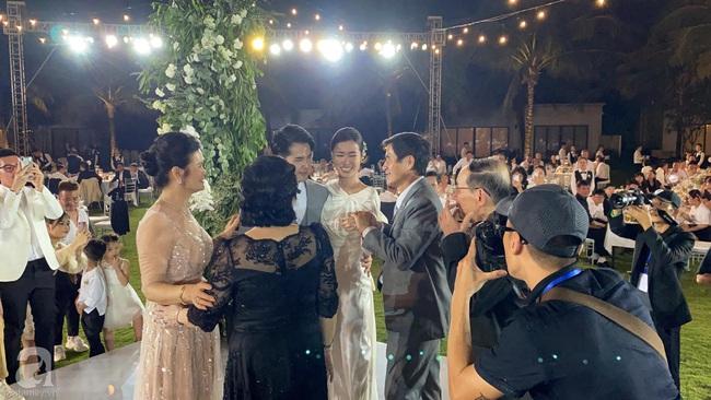 Toàn cảnh đám cưới siêu thế kỷ của Đông Nhi và Ông Cao Thắng: Cô dâu chú rể khóc hết nước mắt khi nhảy cùng bố mẹ hai bên - Ảnh 70.