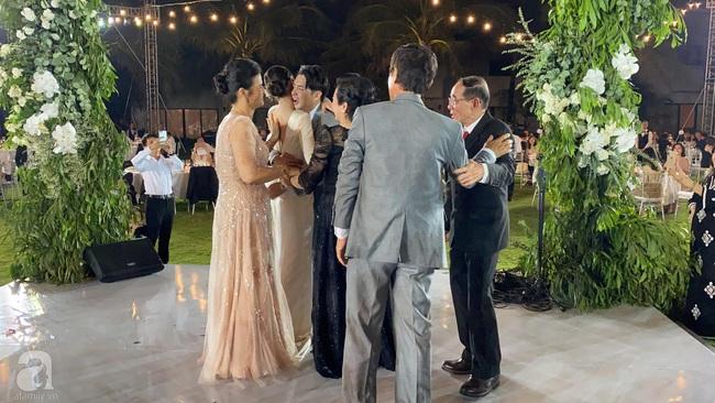 Toàn cảnh đám cưới siêu thế kỷ của Đông Nhi và Ông Cao Thắng: Cô dâu chú rể khóc hết nước mắt khi nhảy cùng bố mẹ hai bên - Ảnh 69.