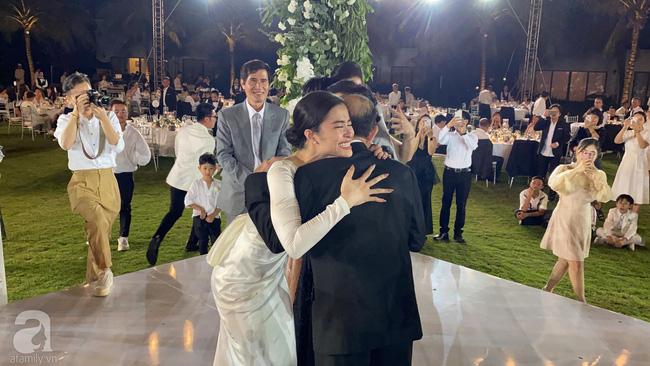 Toàn cảnh đám cưới siêu thế kỷ của Đông Nhi và Ông Cao Thắng: Cô dâu chú rể khóc hết nước mắt khi nhảy cùng bố mẹ hai bên - Ảnh 75.