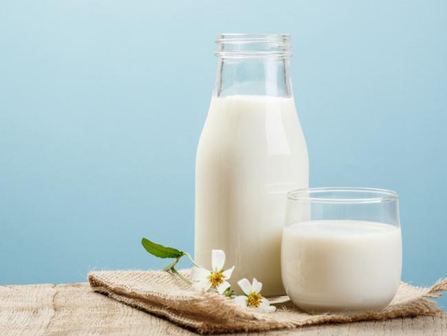 Chuyên gia cảnh báo: Những hiểu lầm khi uống sữa đang phá hủy sức khỏe của con người - Ảnh 3.