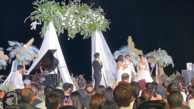 Toàn cảnh đám cưới siêu thế kỷ của Đông Nhi và Ông Cao Thắng: Cô dâu chú rể khóc hết nước mắt khi nhảy cùng bố mẹ hai bên - Ảnh 36.