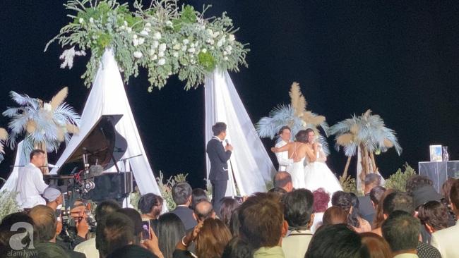 Toàn cảnh đám cưới siêu thế kỷ của Đông Nhi và Ông Cao Thắng: Cô dâu chú rể khóc hết nước mắt khi nhảy cùng bố mẹ hai bên - Ảnh 35.