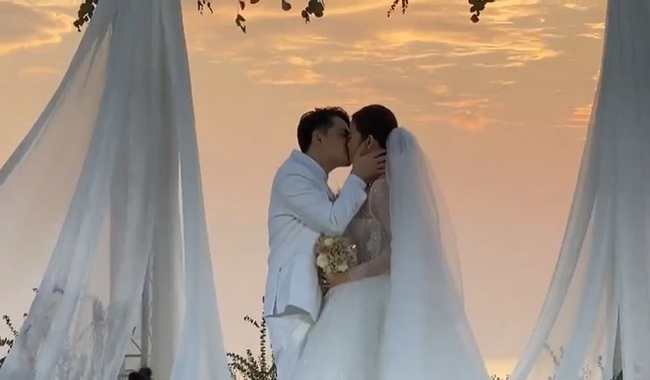 Toàn cảnh đám cưới siêu thế kỷ của Đông Nhi và Ông Cao Thắng: Cô dâu chú rể khóc hết nước mắt khi nhảy cùng bố mẹ hai bên - Ảnh 32.