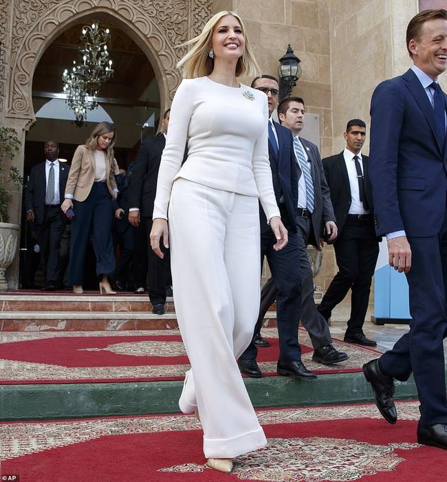 """Đến """"nữ thần"""" Ivanka Trump cũng không thoát khỏi sự nghiệt ngã của thời gian, để lộ vẻ xuống sắc, già nua cùng những chi tiết kém sang - Ảnh 2."""