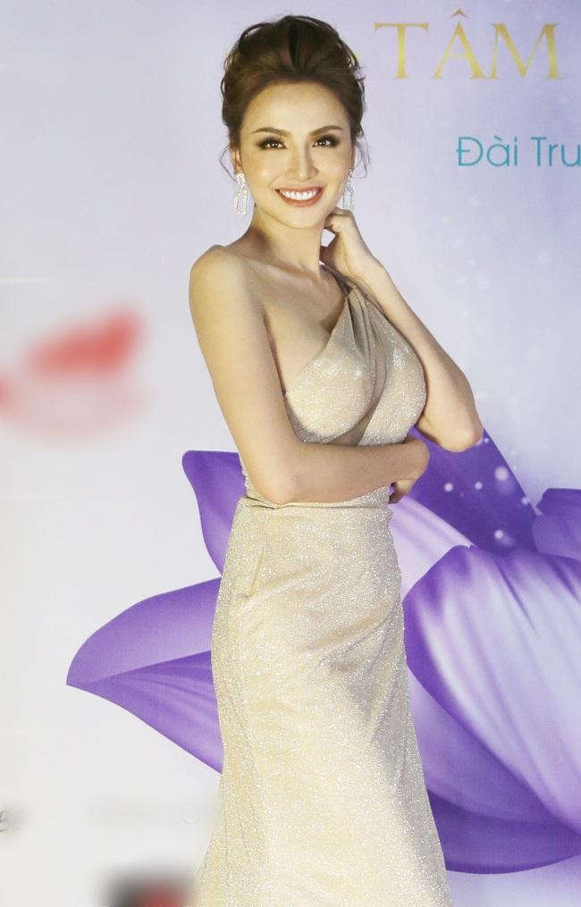 Hoa hậu Diễm Hương bất ngờ thú nhận đã động chạm dao kéo trên mặt - Ảnh 2.