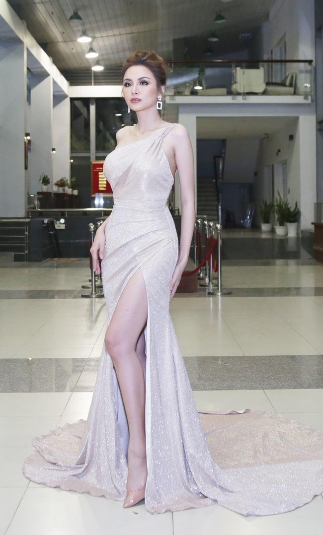 Hoa hậu Diễm Hương bất ngờ thú nhận đã động chạm dao kéo trên mặt - Ảnh 3.