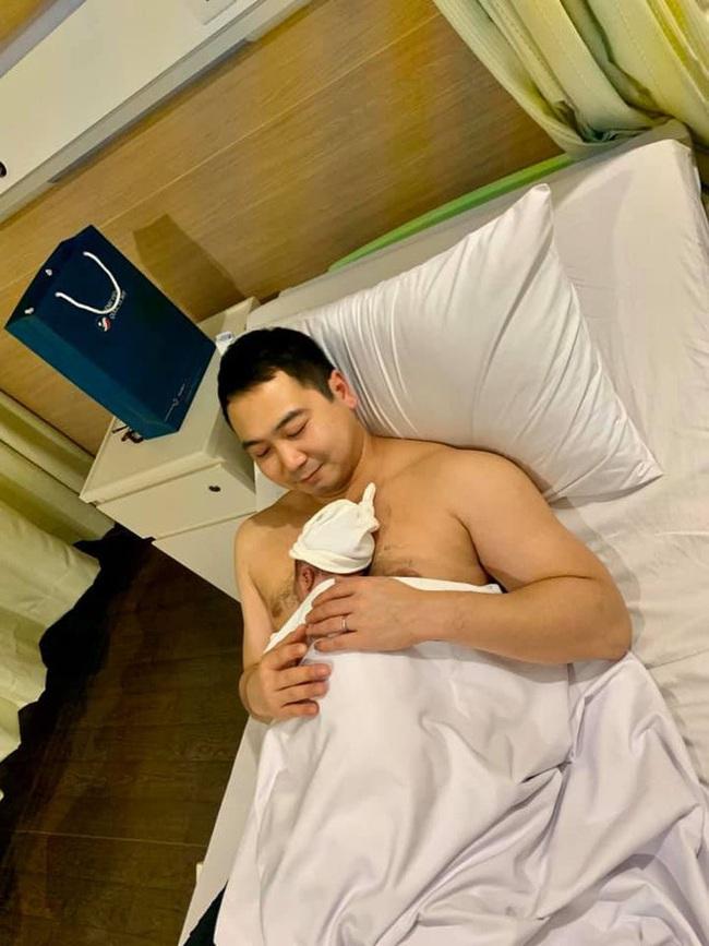 Hết kinh ngạc với nhan sắc của Lan Khuê sau sinh, cư dân mạng lại tròn mắt với dịch vụ 5 sao nàng Hoa hậu tận hưởng lúc sinh nở - Ảnh 4.