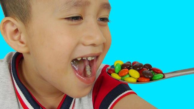 Các nghiên cứu chỉ ra 5 món ăn vặt yêu thích của trẻ em có thể gây ra bệnh ung thư - Ảnh 1.