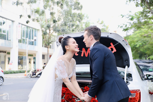 """Tiệc cưới của Á hậu Hoàng Oanh cùng ông xã người Mỹ điển trai: Cô dâu tiết lộ chuyện đặt tên con gái đầu lòng, chú rể xúc động nói """"anh yêu em nhiều lắm"""" bằng tiếng Việt - Ảnh 19."""