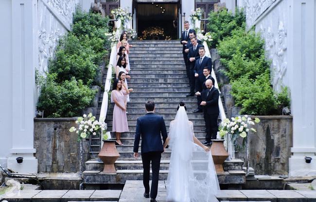 """Tiệc cưới của Á hậu Hoàng Oanh cùng ông xã người Mỹ điển trai: Cô dâu tiết lộ chuyện đặt tên con gái đầu lòng, chú rể xúc động nói """"anh yêu em nhiều lắm"""" bằng tiếng Việt - Ảnh 15."""