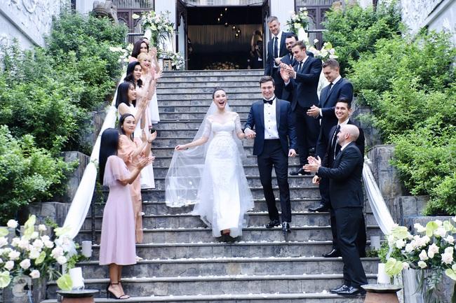 """Tiệc cưới của Á hậu Hoàng Oanh cùng ông xã người Mỹ điển trai: Cô dâu tiết lộ chuyện đặt tên con gái đầu lòng, chú rể xúc động nói """"anh yêu em nhiều lắm"""" bằng tiếng Việt - Ảnh 24."""
