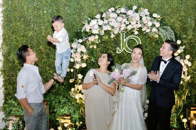 Dàn sao Việt hội ngộ trong tiệc cưới của Á hậu Hoàng Oanh và ông xã người Mỹ: Vợ chồng Trường Giang - Nhã Phương nổi bần bật, Khổng Tú Quỳnh tới muộn - Ảnh 11.
