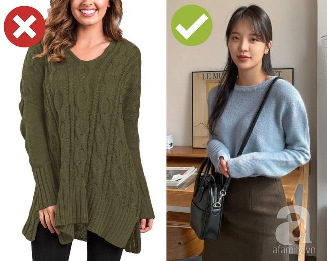 3 lỗi diện áo len nơi công sở: Nhẹ thì dìm dáng kém xinh, nặng thì kém duyên hết sức - Ảnh 1.