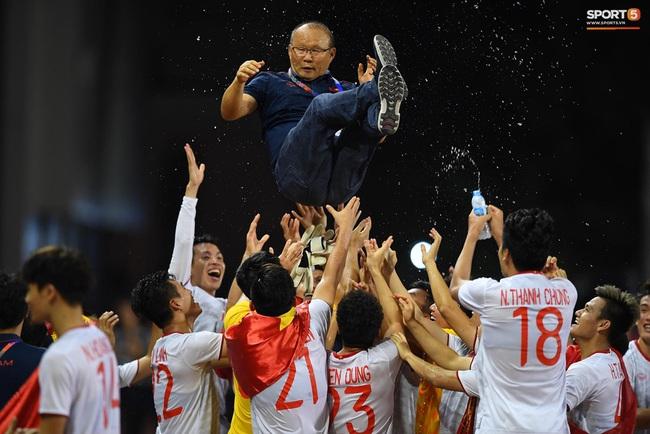 HLV Park Hang-seo và những lần nóng tính phải nhận thẻ: Liên tục thẻ vàng, thẻ đỏ trong 3 tháng, thầy vẫn giúp đem vinh quang cho bóng đá Việt Nam  - Ảnh 1.