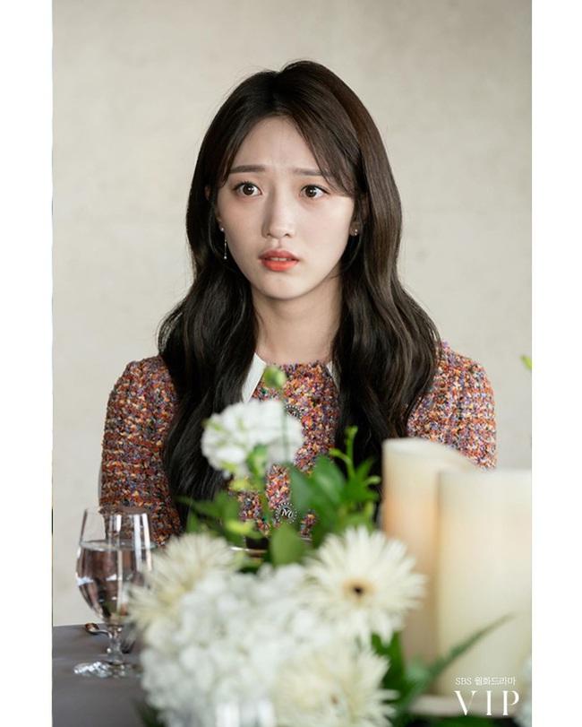 """Hội các bà vợ đang sôi máu với tiểu tam đáng ghét nhất màn ảnh Hàn 2019 nhưng công nhận là """"ả"""" mặc đẹp, rất nên tham khảo - Ảnh 1."""