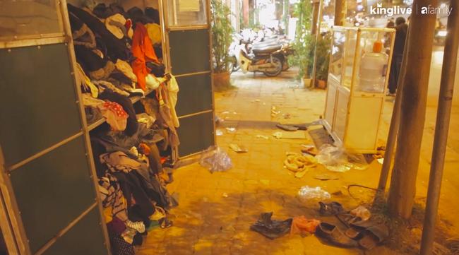 Thực trạng tại các tủ quần áo từ thiện tại Hà Nội: Bừa bộn gây mất trật tự và nhóm người tranh cướp trục lợi cá nhân - Ảnh 4.