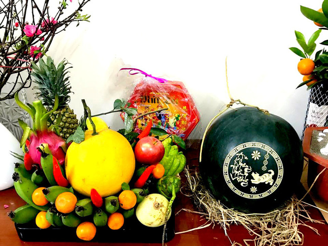 Cách chọn dưa hấu đỏ chưng bàn thờ mang đến tài lộc cho năm mới - Ảnh 5.