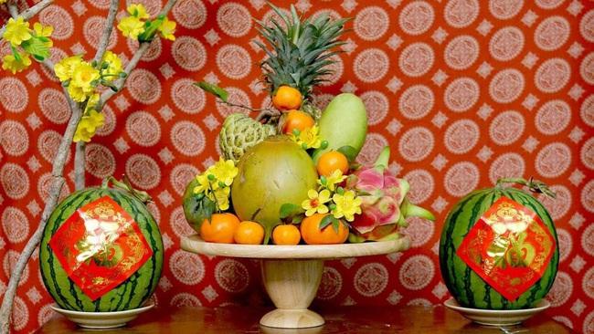 Cách chọn dưa hấu đỏ chưng bàn thờ mang đến tài lộc cho năm mới - Ảnh 1.