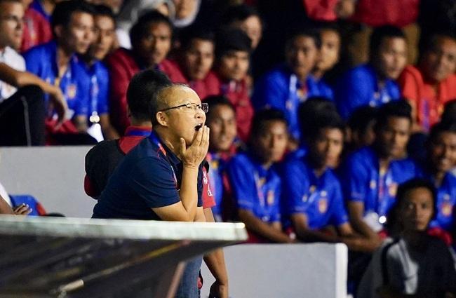 HLV Park Hang Seo và những lần nóng tính phải nhận thẻ: Thẻ vàng thẻ đỏ thì đã sao, thầy vẫn đem về vinh quang cho bóng đá Việt Nam  - Ảnh 4.