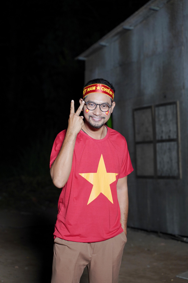 Chu chi nh L Hi - Minh H Bt c on dng quay phim khua chung g trng c v U22 Vit Nam - nh 6
