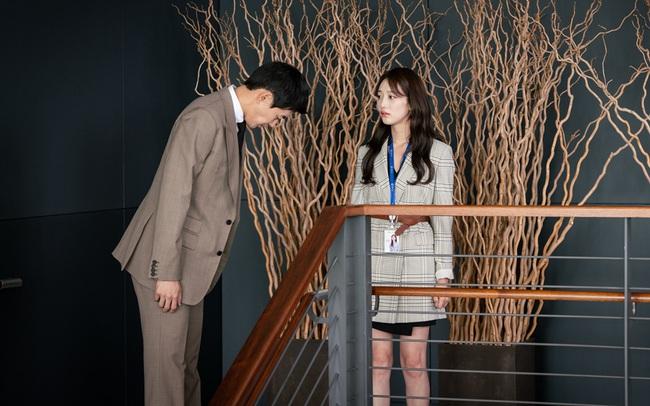 """Hội các bà vợ đang sôi máu với tiểu tam đáng ghét nhất màn ảnh Hàn 2019 nhưng công nhận là """"ả"""" mặc đẹp, rất nên tham khảo - Ảnh 9."""