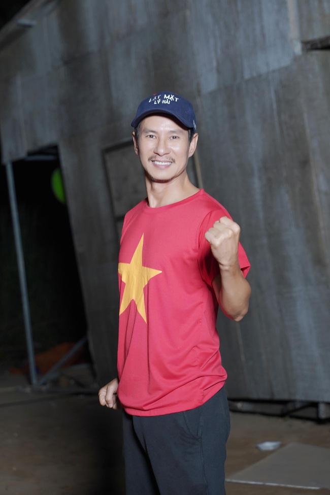 Chu chi nh L Hi - Minh H Bt c on dng quay phim khua chung g trng c v U22 Vit Nam - nh 9