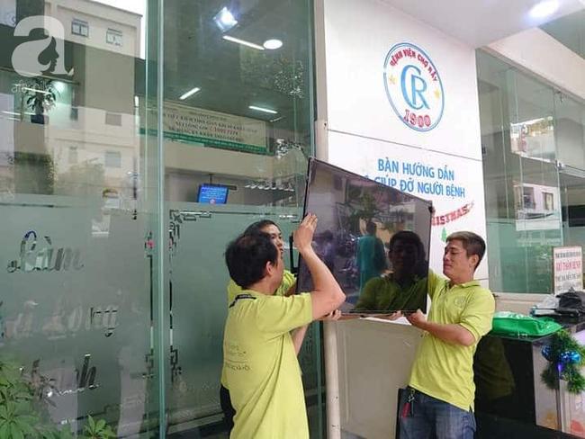 Hình ảnh đẹp trong trận chung kết bóng đá nam SEA Games: Bệnh nhân và y bác sĩ bệnh viện vỡ òa khoảnh khắc đội tuyển Việt Nam vô địch - Ảnh 3.