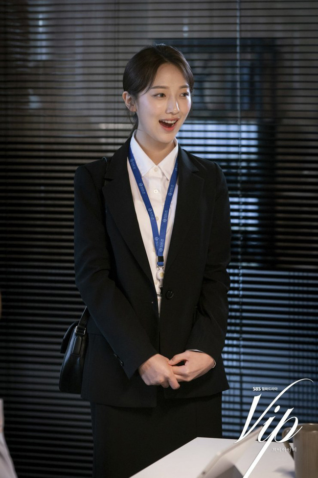 """Hội các bà vợ đang sôi máu với tiểu tam đáng ghét nhất màn ảnh Hàn 2019 nhưng công nhận là """"ả"""" mặc đẹp, rất nên tham khảo - Ảnh 3."""