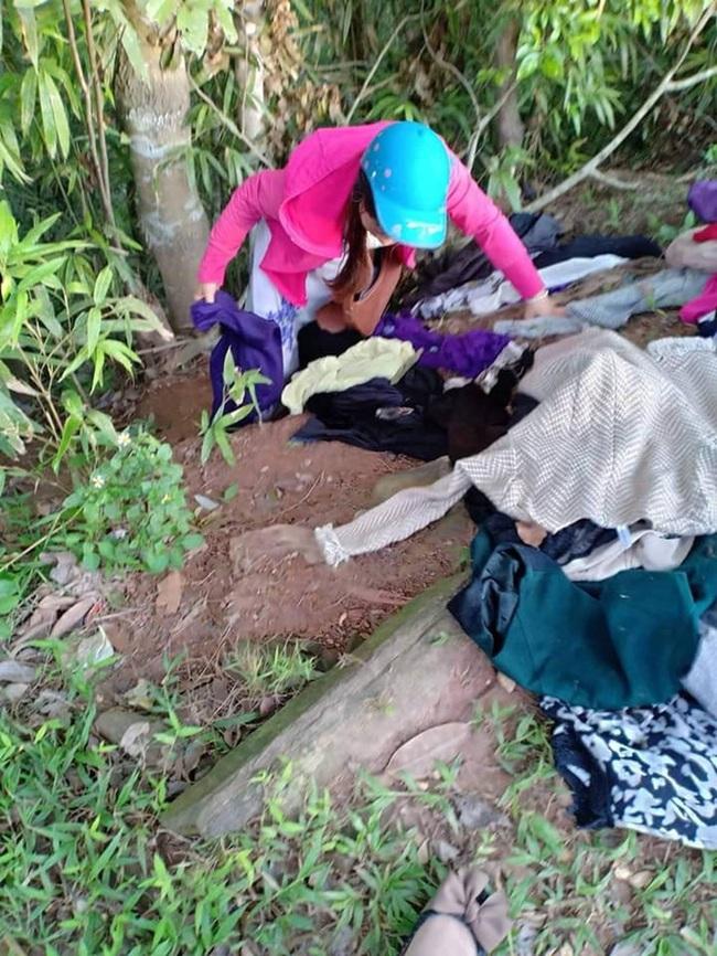 Thực trạng tại các tủ quần áo từ thiện tại Hà Nội: Bừa bộn gây mất trật tự và nhóm người tranh cướp trục lợi cá nhân - Ảnh 8.