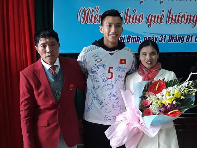 Đoàn Văn Hậu lập cú đúp giúp Việt Nam vô địch SEA Games 30: Từng bị bố đánh vì mê bóng và kỷ niệm bỏ học chơi game nhớ đời - Ảnh 6.