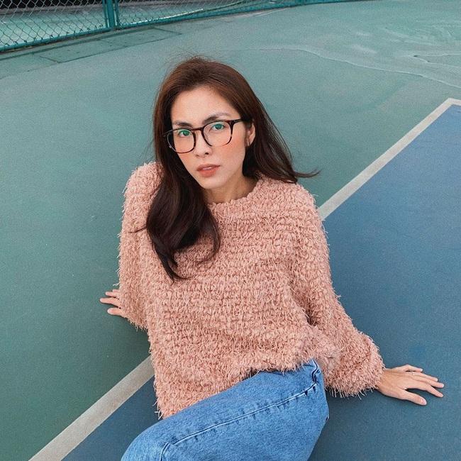 Mặc lại áo cũ, Hà Tăng mix đồ khéo quá nên trẻ ra cả chục tuổi, netizen tưởng là cô sinh viên đại học nào - Ảnh 5.