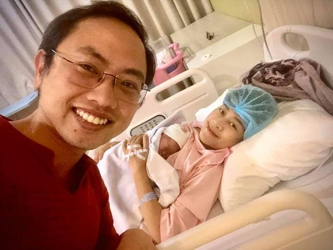 MC Phí Linh sinh con gái vào đúng ngày đặc biệt, dân tình thay nhau vào khen vợ chồng khéo đẻ quá! - Ảnh 1.