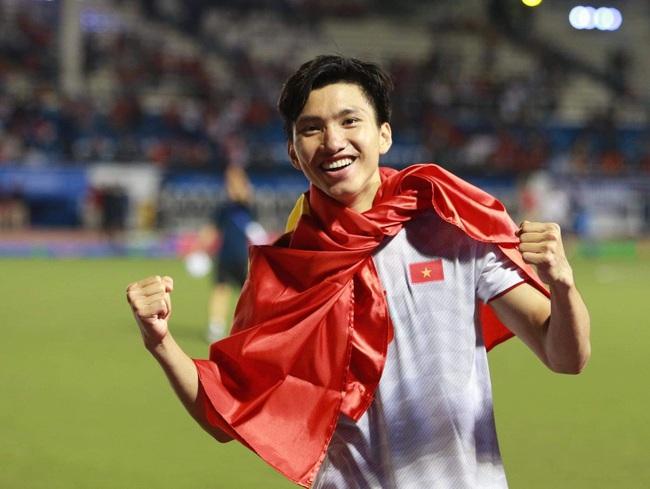 Đoàn Văn Hậu lập cú đúp giúp Việt Nam vô địch SEA Games 30: Từng bị bố đánh vì mê bóng và kỷ niệm bỏ học chơi game nhớ đời - Ảnh 4.