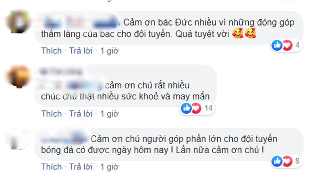 Hình ảnh bầu Đức lặng theo dõi trận chung kết U22 Việt Nam qua tivi cùng dòng trạng thái đặc biệt trên Facebook khiến ngàn người cảm động - Ảnh 3.
