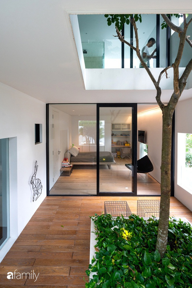 Ngôi nhà màu trắng với 10 khu vườn lơ lửng xung quanh ở quận 2 Sài Gòn - Ảnh 12.