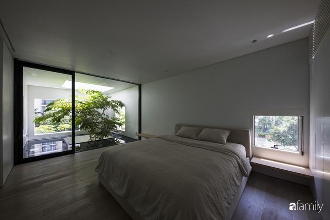 Ngôi nhà màu trắng với 10 khu vườn lơ lửng xung quanh ở quận 2 Sài Gòn - Ảnh 11.