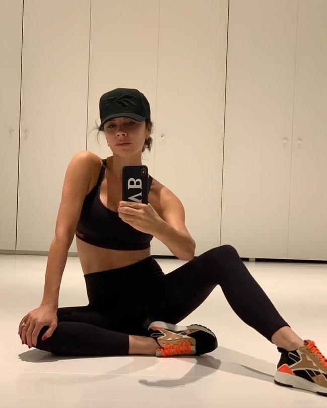 Giữa loạt tin tức nợ nần, làm ăn thua lỗ, Victoria Beckham vẫn thảnh thơi khoe cơ thể đáng ngạc nhiên ở tuổi 45 - Ảnh 5.