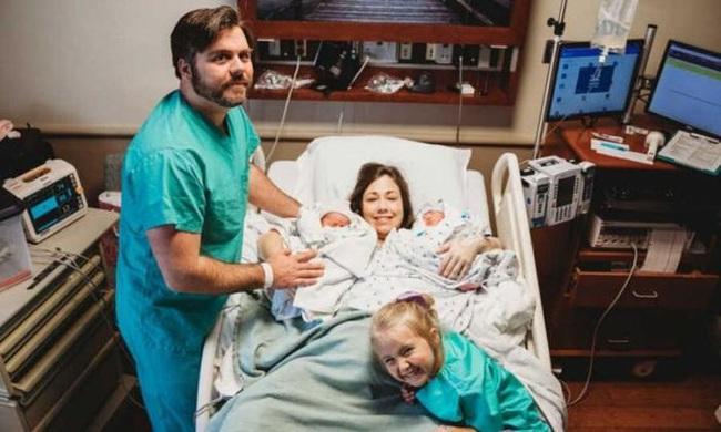 Biết tin 1 trong 2 con sinh đôi mắc chứng não phẳng, bà mẹ vẫn quyết làm điều này để cứu đứa con còn lại - Ảnh 5.
