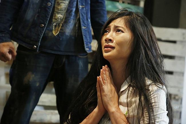 """""""Trà táo đỏ"""" - Phim được tìm kiếm bậc nhất 2019 của Quý Bình - Thanh Trúc có cưỡng hiếp tập thể, phụ nữ bị bán vào ổ mại dâm  - Ảnh 9."""