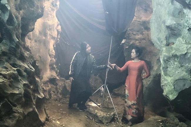 """Hé lộ bom tấn phim Việt mới: """"Mợ Hai"""" Cao Thái Hà ôm mặt bật khóc giữa đường vì quá cực khổ  - Ảnh 9."""